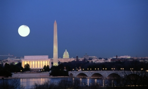 Washington-DC-Monuments-at-night